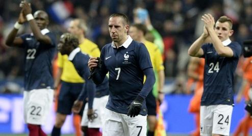 Galo bueno. Francia superó 2-0 a Holanda y mira el Mundial con optimismo. (Foto: AFP)